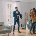 10 dôvodov prečo si pri kúpe domu najať realitného agenta
